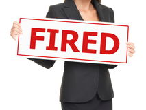 Werkloosheid - vrouwenholding In brand gestoken teken op wit Stock Foto