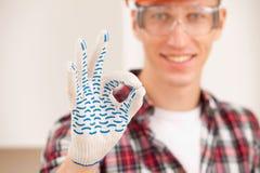 Werkman die een perfect gebaar maken Royalty-vrije Stock Afbeeldingen