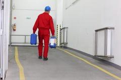 Werkman in fabriek Royalty-vrije Stock Afbeeldingen