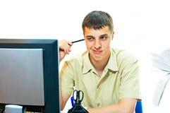 Werknemer in bureau stock fotografie