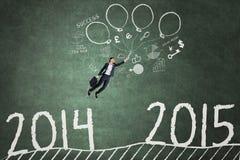 Werknemer die meer dan het aantal 2014 tot 2015 vliegen Royalty-vrije Stock Afbeeldingen