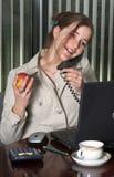 Werknemer op de telefoon Royalty-vrije Stock Foto's