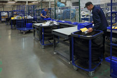 Werknemers in de werkplaats Stock Foto
