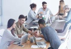 Werknemers die concept begrijpen royalty-vrije stock fotografie