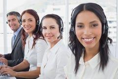 Werknemers die op hun computers typen Royalty-vrije Stock Foto