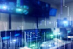 Werkplaats met computers Van achtergrond voorraadhandelaren Monitors royalty-vrije illustratie