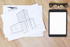 Werkplaats met schets en tablet stock afbeelding