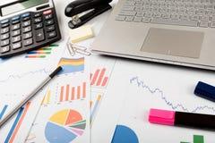 Werkplaats van de bedrijfs de financiële gegevensanalist stock foto's