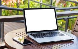 Werkruimte nieuw project als achtergrond op laptop computer met leeg c Royalty-vrije Stock Afbeeldingen
