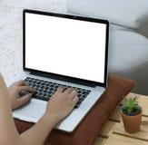 Werkruimte nieuw project als achtergrond op laptop computer met leeg c Royalty-vrije Stock Afbeelding