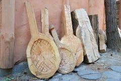 Werkstücke und Holz für die Herstellung von bandures (ukrainisches Volksmusikinstrument) Lizenzfreie Stockbilder