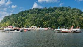Werktagsbootfahrtpartei auf Cheat See Morgantown WV Stockfotos