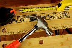 Werktisch mit Hilfsmitteln Stockfoto
