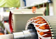 Werktuigbouw: close-up van elektrische motoren in productie Stock Afbeelding