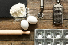 Werktuigen en ingrediënten voor ravioli Royalty-vrije Stock Foto