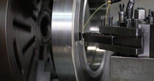 Werktuigmachine in metaalfabriek met het boren van cnc machines royalty-vrije stock afbeeldingen