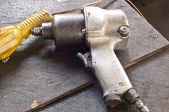 Werkzeug für das Festziehen der Schrauben mit der Kraft der Luft mit ir Stockfotografie