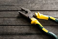 Werkzeug für das Verbiegen oder den Schnitt des Stahls lizenzfreie abbildung