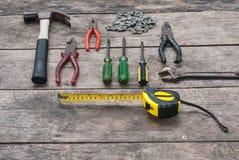 Werkzeug-rustikaler hölzerner Hintergrund Stockfotos