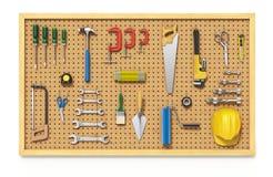 Werkzeuge auf einem Pegboard Stockfoto