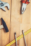 Werkzeuge auf Tabelle Stockfoto