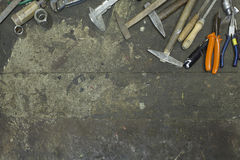Werkzeuge in der Rahmenform in der Werkstatt lizenzfreies stockfoto
