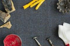 Werkzeuge für das Malen von Eiern für Ostern Lizenzfreies Stockbild