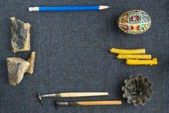 Werkzeuge für das Malen von Eiern für Ostern Lizenzfreie Stockfotografie