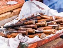 Werkzeuge für das Schnitzen des Holzes lizenzfreie stockbilder
