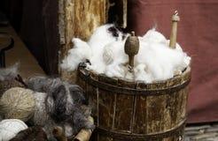Werkzeuge für die Herstellung der Wolle stockfotografie
