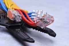 Werkzeuge für Elektriker und Kabel lizenzfreie stockfotografie