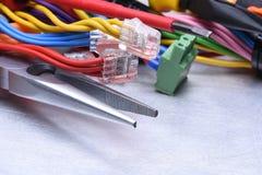 Werkzeuge für Elektriker und Kabel stockbild