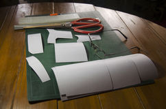 Werkzeuge für gemachtes Muster der Herstellung des handgemachten Geldbörsenleders machten f Stockbilder