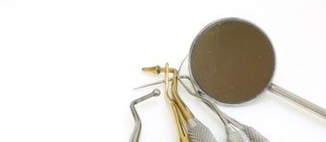 Werkzeuge für Zahnreinigung und Abbau des Weinsteins in der Spezialisierung Stockfoto