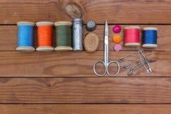 Werkzeuge für das Nähen und handgemachtes Lizenzfreies Stockfoto