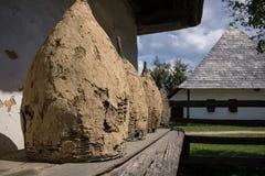 Werkzeuge im Kleie-Dorf-Museum lizenzfreie stockbilder
