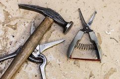 Werkzeuge, Scheren und Hammer Stockfotografie