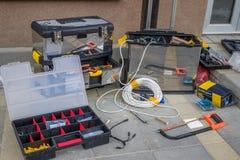Werkzeuge und Materialien für die Installierung von cctv-Überwachungskameras Stockbilder