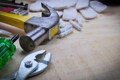 Werkzeugerneuerung auf hölzerner Tabelle Stockbilder