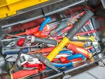 Werkzeugkasten mit Hilfsmitteln Stockbilder