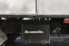 Werkzeugkasten unter Fahrgestellen von LKW Stockbild