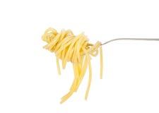 Wervelingen van gekookte spaghetti met vork Royalty-vrije Stock Afbeeldingen