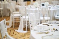 Wesele obiadowego stołu ustawianie dla luksusowego ślubnego świętowania zdjęcie stock