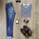 Wesentliche zufällige Mannkleidung Lizenzfreie Stockbilder