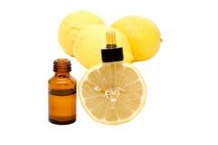Wesentliches Schmieröl der Zitrone lizenzfreies stockbild