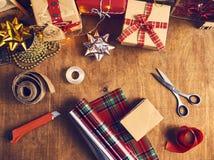 Wesoło boże narodzenia i Szczęśliwi wakacje! Bożenarodzeniowy przygotowanie, sciss zdjęcia royalty free