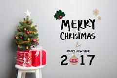 WESOŁO boże narodzenia i SZCZĘŚLIWY nowego roku 2017 tekst na ścianie Zdjęcia Stock