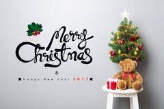 WESOŁO boże narodzenia i SZCZĘŚLIWY nowego roku 2017 tekst na ścianie Zdjęcie Royalty Free