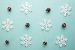 Wesoło boże narodzenia i Szczęśliwy nowy rok Deseniowy piankowy krajacza snowflak Obrazy Royalty Free