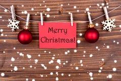 Wesoło boże narodzenia na Czerwonej etykietce w śniegu Zdjęcie Stock
